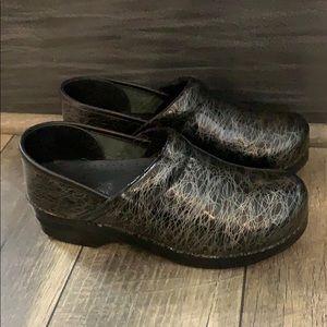 Auth Dansko black patent leather clogs sz 7 Euro38